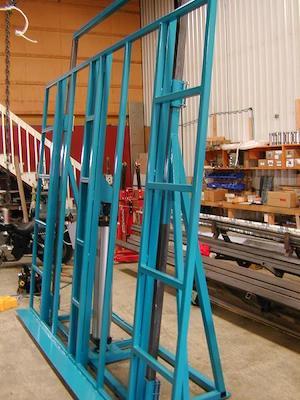 Table élévatrice pour la fabrication de portes et fenêtres   Lifting table for window and door manufacturing