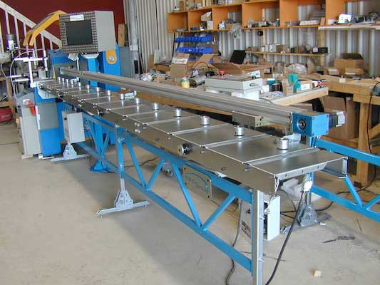 Table MecStop avec rouleaux pour glisser le materiau | MecStop table with rollers to slide material